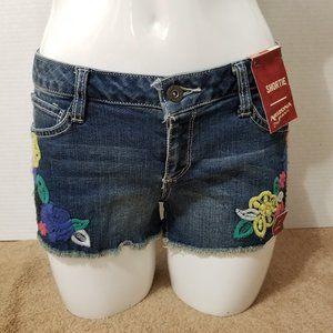 Arizona shorts 7 NWT floral embroidered denim jean
